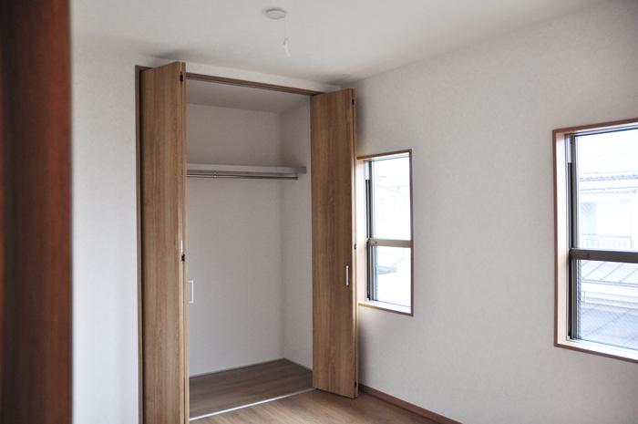 高槻 工務店 新築・建替え・アイアンを使ったナチュラル一戸建て玄関ニッチ