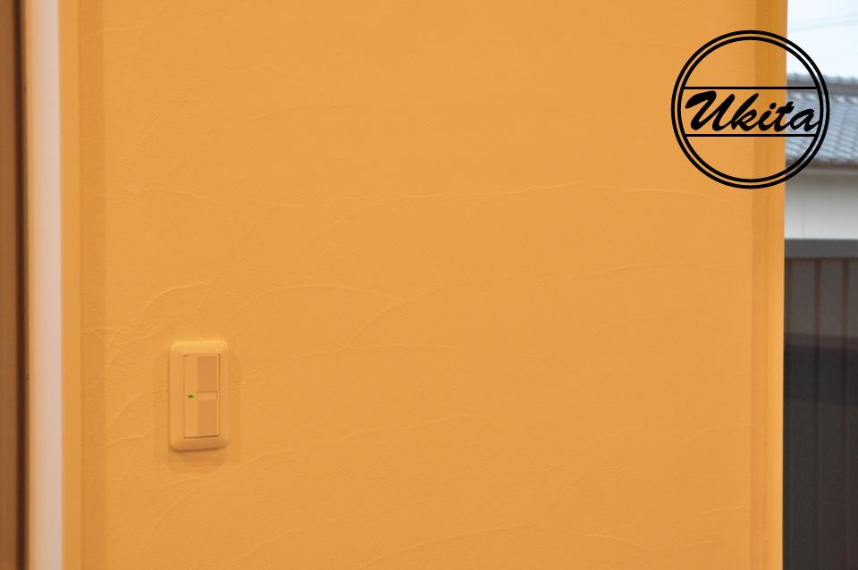 高槻市 工務店 新築・建替え・ガルバリウムのかっこいい家リビングの漆喰塗り壁