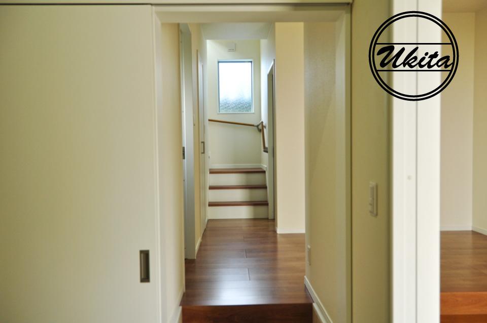 高槻市 工務店 新築・建替え・ガルバリウムのかっこいい家シューズクロークから階段
