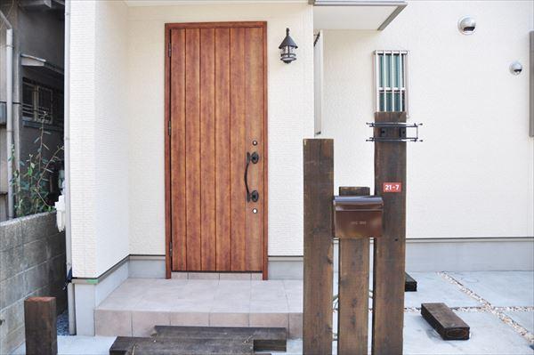 高槻 工務店 新築・建替え・ニッチ棚のついた玄関