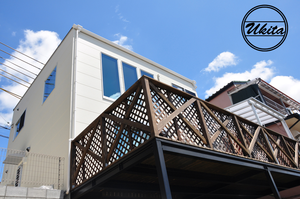 高槻市 工務店 新築・建替え・キューブ型のウッドデッキがある家