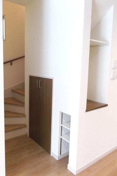 高槻 工務店 新築・建替え・階段下の収納