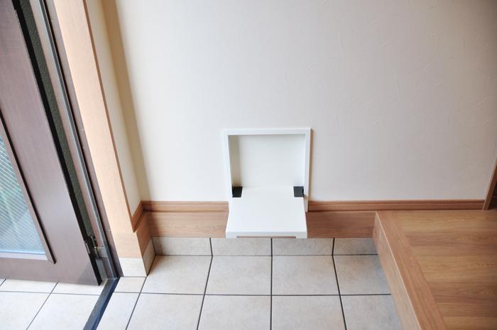 高槻 工務店 新築・建替え・アイアンを使ったナチュラル一戸建て玄関収納椅子