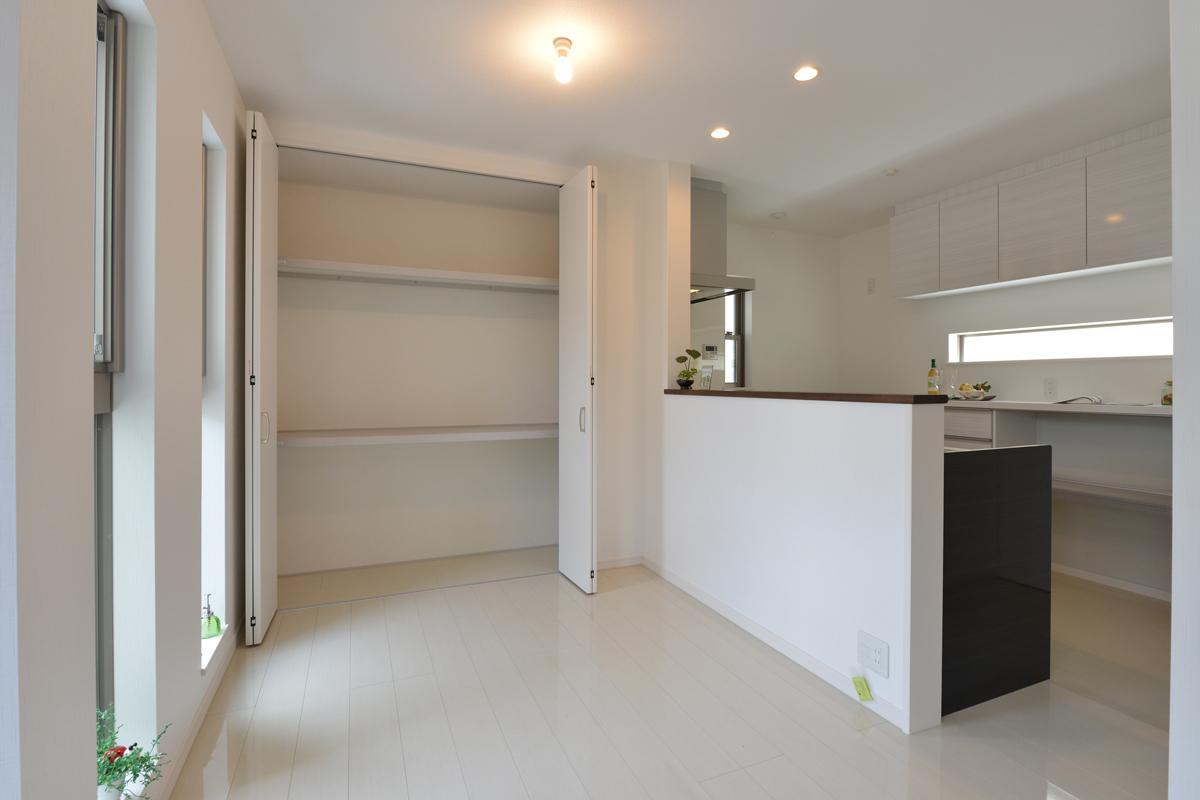 高槻 工務店 新築・建替え・狭小住宅の2階収納部分