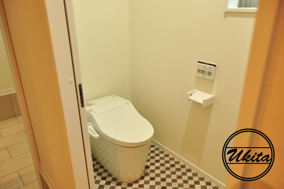 高槻市 工務店 新築・建替え・ガルバリウムのかっこいい家2階トイレ