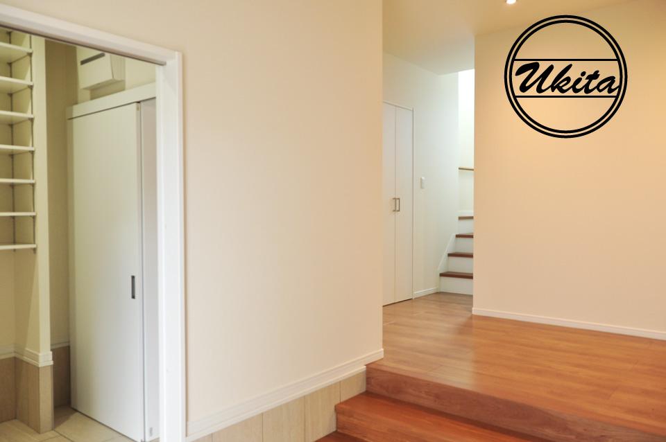 高槻市 工務店 新築・建替え・ガルバリウムのかっこいい家玄関2