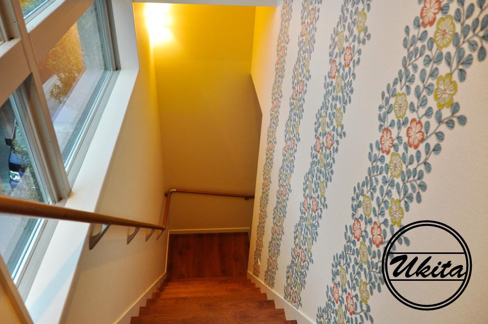 高槻市 工務店 新築・建替え・ガルバリウムのかっこいい家階段部分