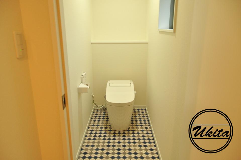 高槻市 工務店 新築・建替え・ガルバリウムのかっこいい家1階トイレ
